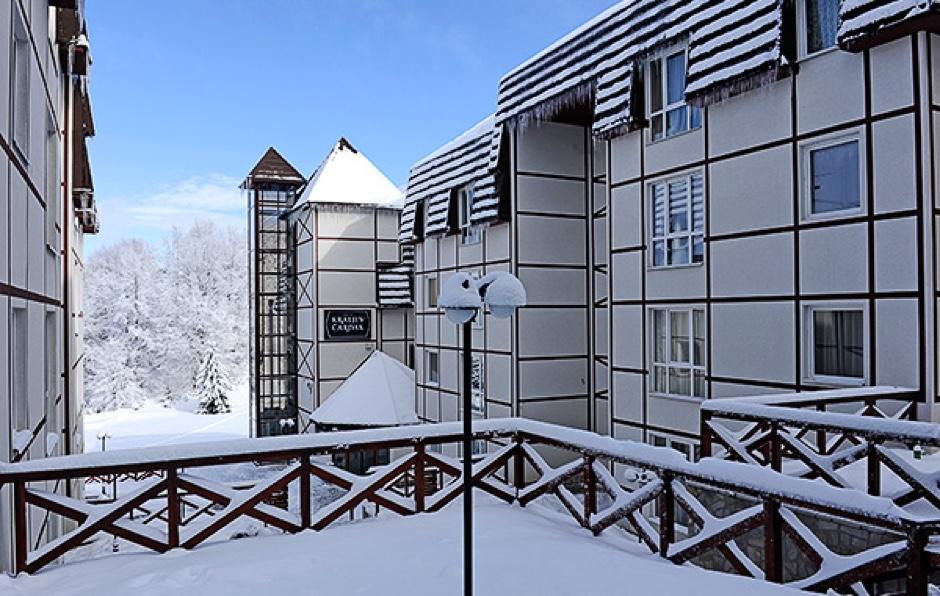 http://www.kraljevicardaci.com/wp-content/uploads/2019/10/feature-hotel-zima.jpg