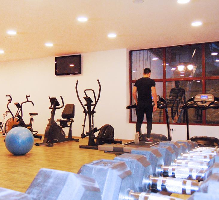 http://www.kraljevicardaci.com/wp-content/uploads/2020/05/fitness-centar.jpg
